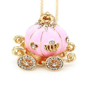 Jewelry - Adorable pink cinderella carriage necklace.